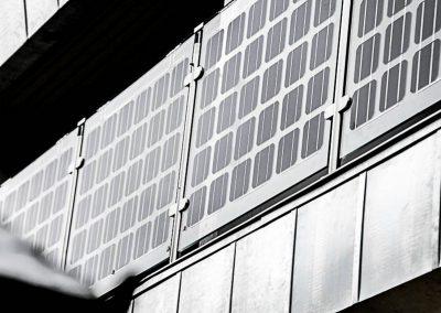 balkon-med-solcelleanlaeg